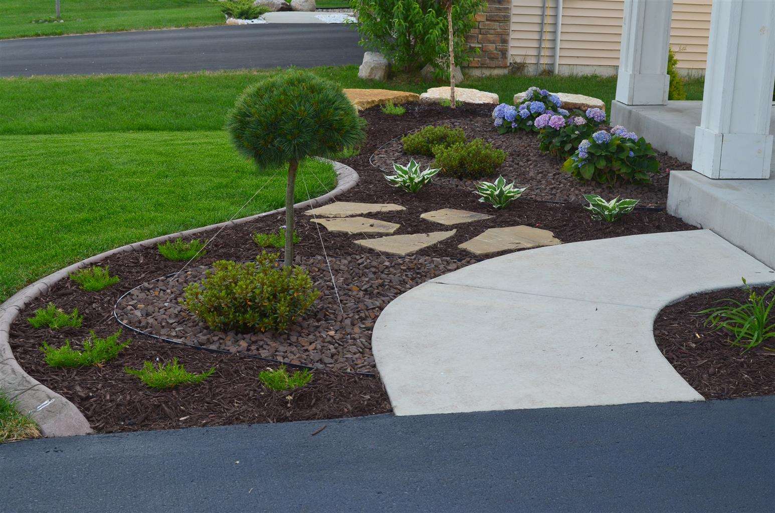 Shakopee Planting Beds With Curb Edging Ns Landscapes